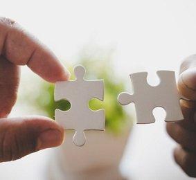 Greenfield Capital Partners (Naarden) investeert in groei en professionalisering van Meride Uitvaartverzorging.