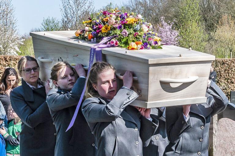 Dragers bij een begrafenis