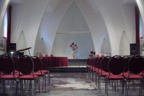 <p>Uitvaartceremonie in de Kloosterkapel in Tilburg</p>
