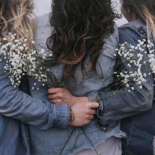 Bloemen en rouwen met elkaar